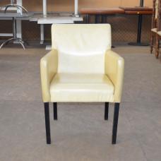 Кресла б/у кожзам молочные под перетяжку